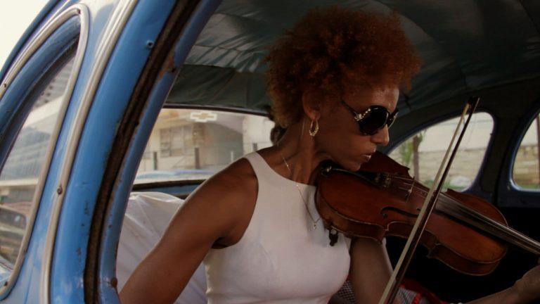 Habana-en-un-Almendron-Patricia-de-Luna-Fotograma-2